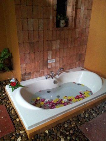Mangosteen Resort & Ayurveda Spa : Our Bathroom