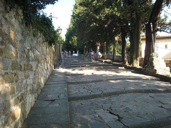 Piazzale Michelangelo: steps up