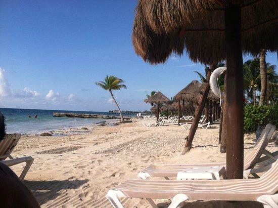 Secrets Capri Riviera Cancún: Down the beach