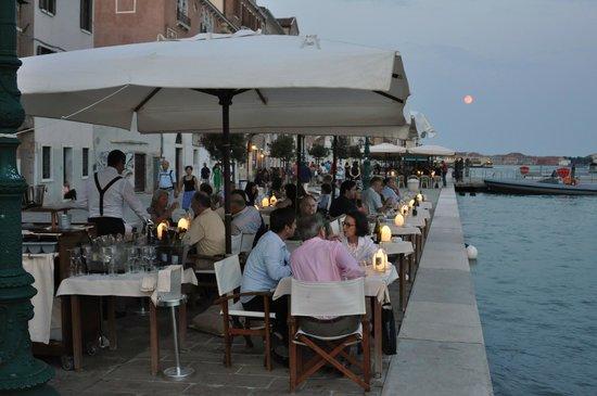 Riviera : Restaurant-Terrasse am Wasser