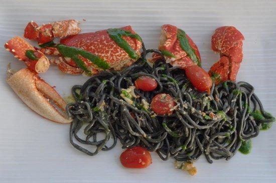 Riviera : Hummer mit schwarzen Spaghetti und Pesto