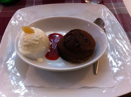 Uomo Selvatico : Fondente al cioccolato caldo con gelato alla crema e zenzero