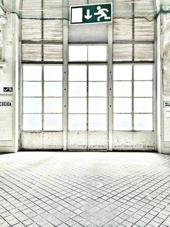 Mercado do Bolhão: La facciata esterna. Piena di luce.