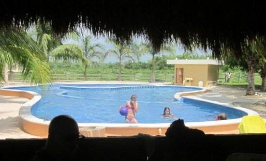 Num Ka'an Ranch: kids playing in the pool