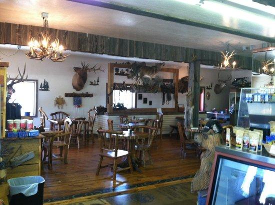Alpine, WY: Dinning room.