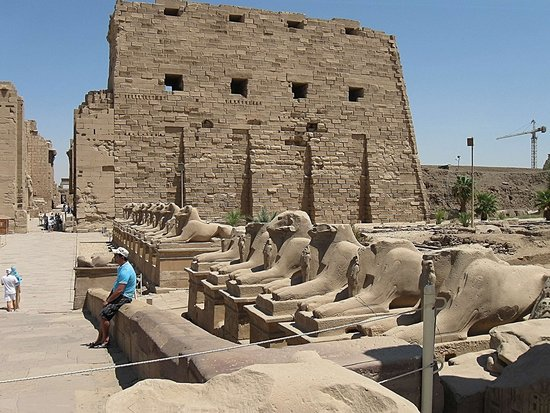 Avenue of Sphinxes : Еще вид на Аллею Сфинксов