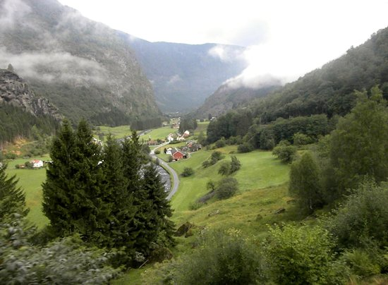 The Flam Railway : Flam valley