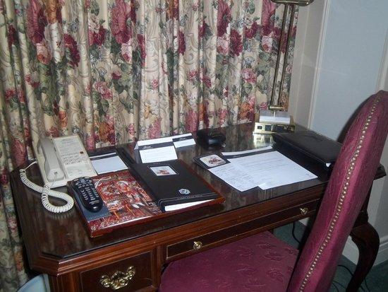 Fairmont Hotel Vancouver: Room desk