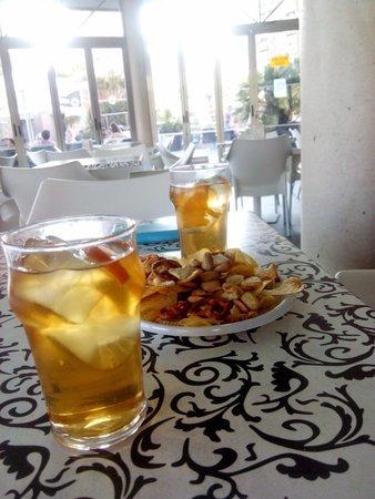 Sandos Monaco Beach Hotel & Spa: Tomando unos mostos