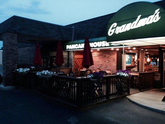 Grandma's Pancake House: Nice outdoor Patio!
