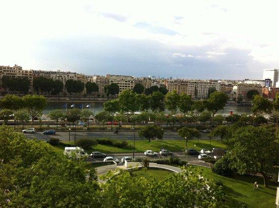 Mercure Paris Tour Eiffel Pont Mirabeau : View from the balcony