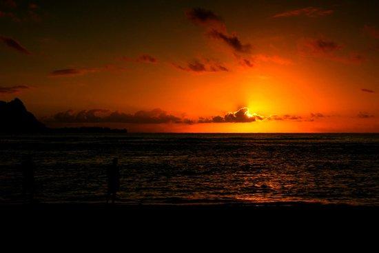 St. Regis Princeville Resort : Sunset on the Beach at the St. Regis Princeville