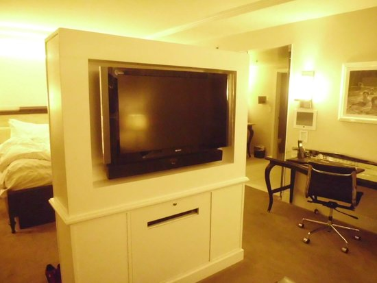 Hard Rock Hotel and Casino: suite tv 1