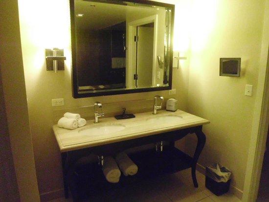 Hard Rock Hotel and Casino: bathroom