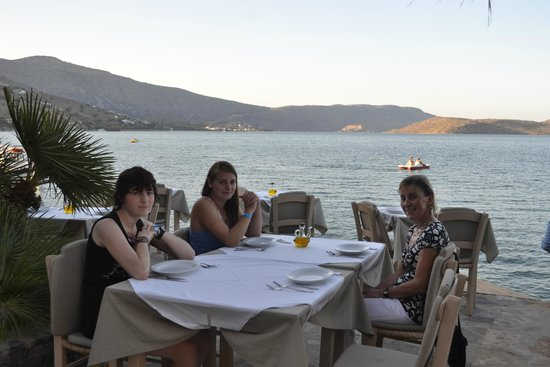 Ferryman Taverna: Right on the water edge