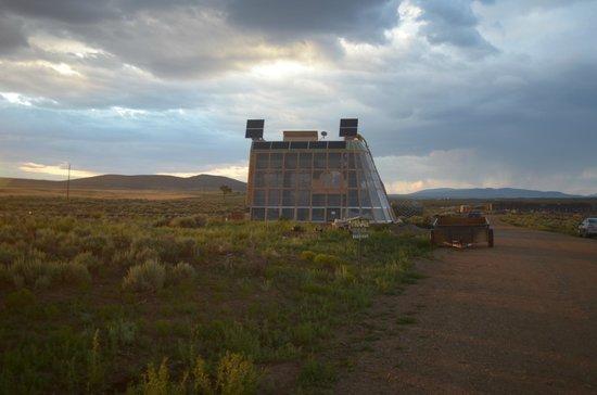 Earthship Biotecture World Headquarters and Visitor Center: un edificio