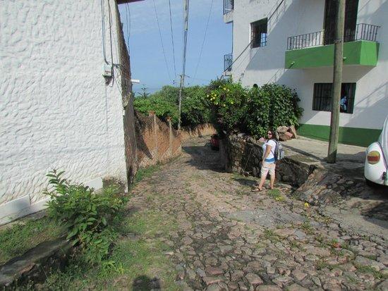 Casa de los Arcos : Downhill Path 2