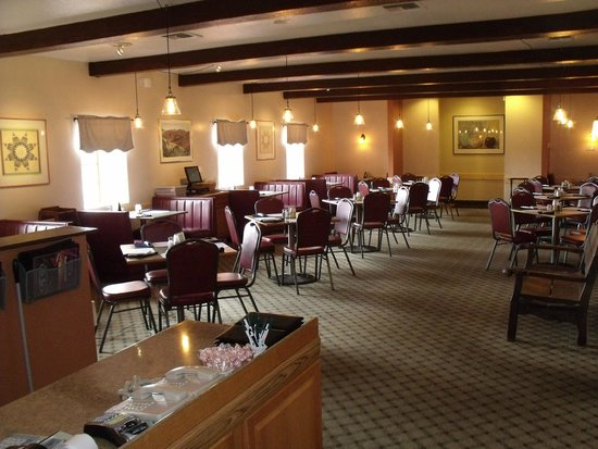 DJ's Restaurant & Lounge: New, fresh look for the dining room!