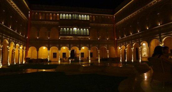 Suryagarh: Cour du palais