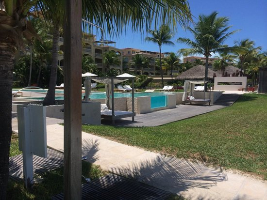 Grace Bay Club: ONE of the pools