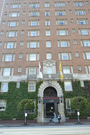 The Scarlet Huntington: Hotel