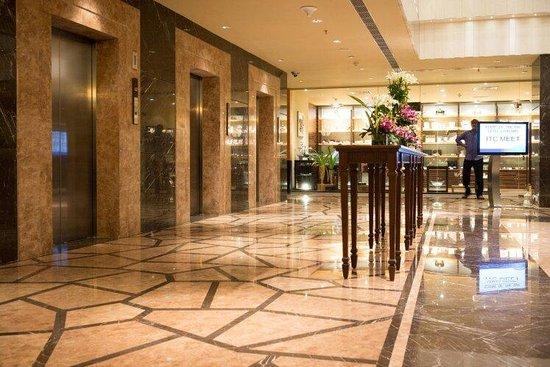 Radisson Blu Hotel Chennai City Centre: Lift Lobby