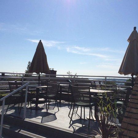 Mill Street Inn: Roof top restaurant