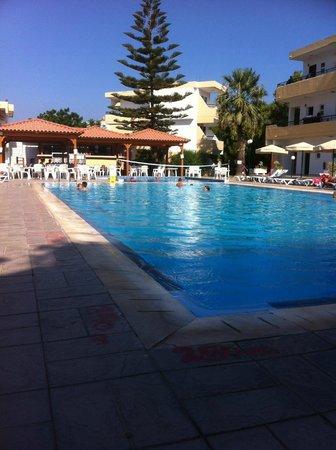 Marathon Hotel: Beautiful clean pool
