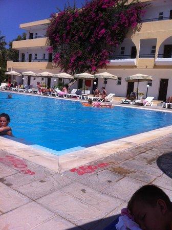 Marathon Hotel: pool