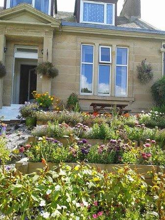 Dean Park Guest House: Lovely garden entrance