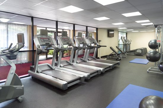 Atlanta Marriott Northwest at Galleria: Take advantage of the great equipment provided in the onsite fitness area.