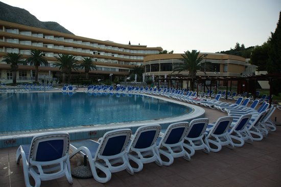 Remisens Hotel Albatros: widok basenu