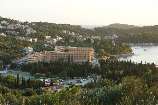 Remisens Hotel Albatros: hotel widok z drogi