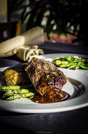 Oakhouse Restaurant and Bar : Steak Night Special! Yum.