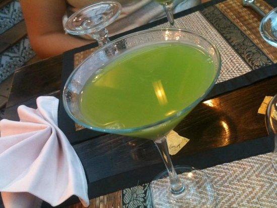 """Restaurant Le Mai Thai : Le Cocktail """"Maï Thaï"""", Ne vous laissez pas surprendre par sa couleur et goûtez-le, il est exqui"""