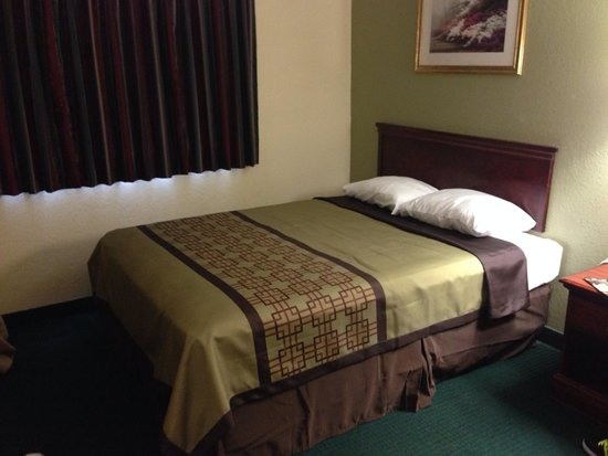 Super 8 Warner Robins : Other rooms were great as well!