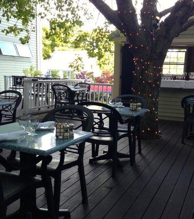 The Thistle Inn Restaurant: Deck at Thistle Inn