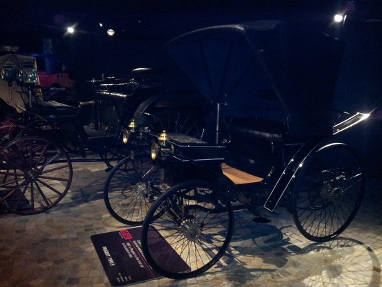 Museo Nazionale dell'Automobile : Motorized carriage from 1892