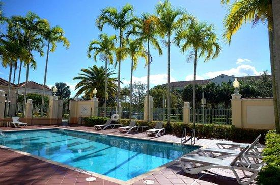 Hilton Garden Inn Ft. Lauderdale SW/Miramar : Relax at our wonderful pool