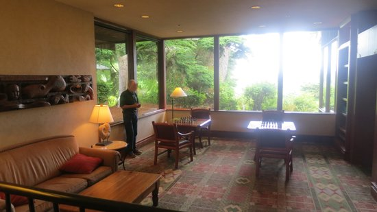 Salishan Spa and Golf Resort: Game Room/Library in Main Lodge