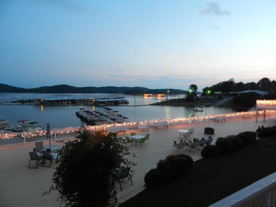 Mountain Harbor Inn Resort On the Lake: Evening
