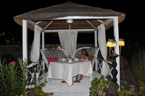 AquaGrand Exclusive Deluxe Resort : Dinner on the beach in a gazebo
