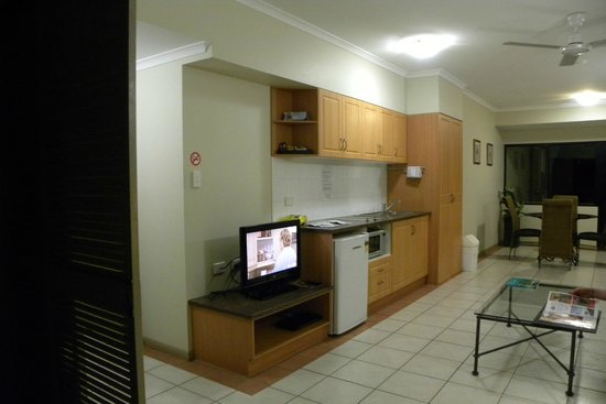 Regal Port Douglas: salon cuisine salle a manger