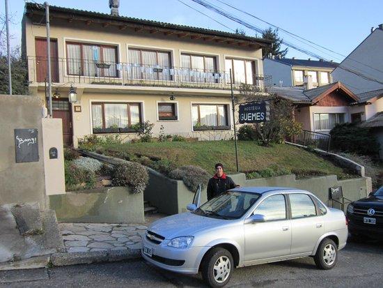 Hosteria Guemes : Hostel building