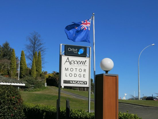 Accent on Taupo Motor Lodge: Welcome sign