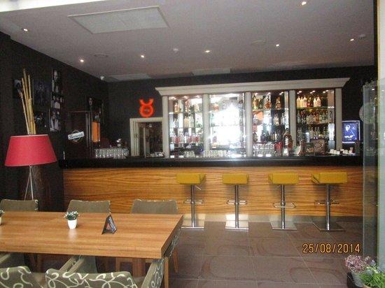 Hotel Cettia Beach Resort: Bar