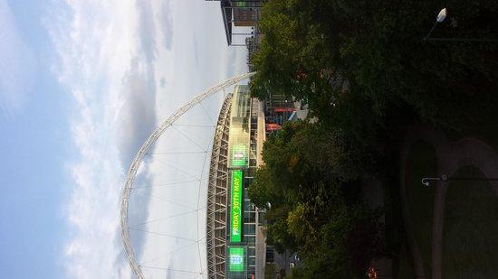 Novotel London Wembley: La vue sur le stade de Wembley depuis notre chambre