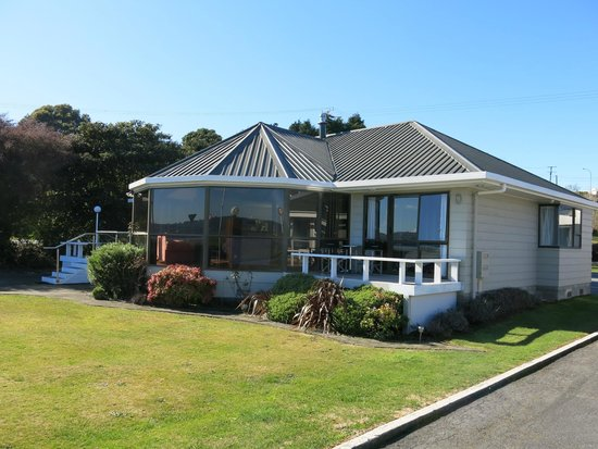 Accent on Taupo Motor Lodge: Front house - sleeps 6