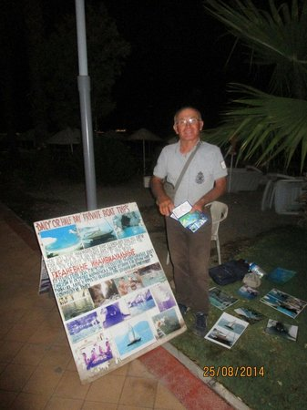 Hotel Cettia Beach Resort: Book a boat tril with this man.. outside the hotel near beach front!! Amazing day