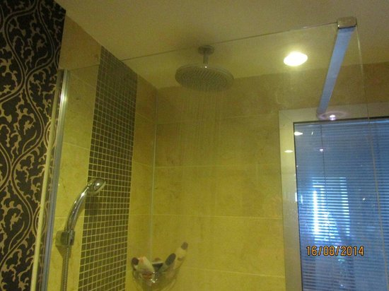 Hotel Cettia Beach Resort: Lovely shower in 225